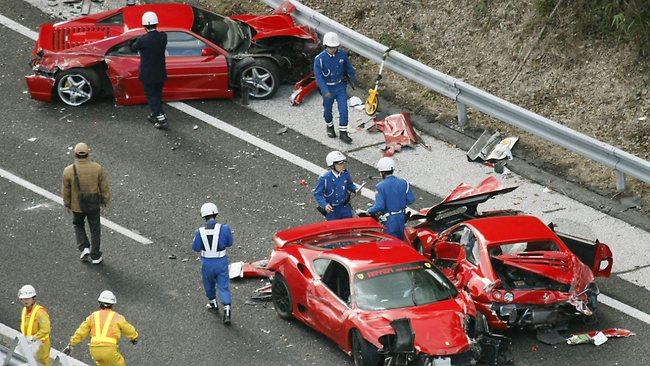 japan-ferrari-crash