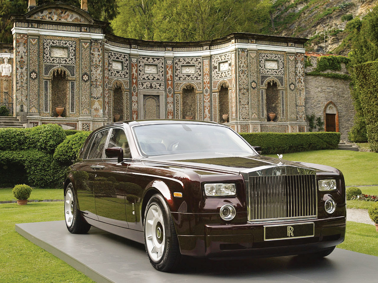 Rolls-Royce-Phantom-